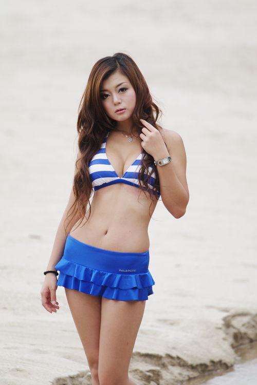 沙灘女郎 - Ceres Wong